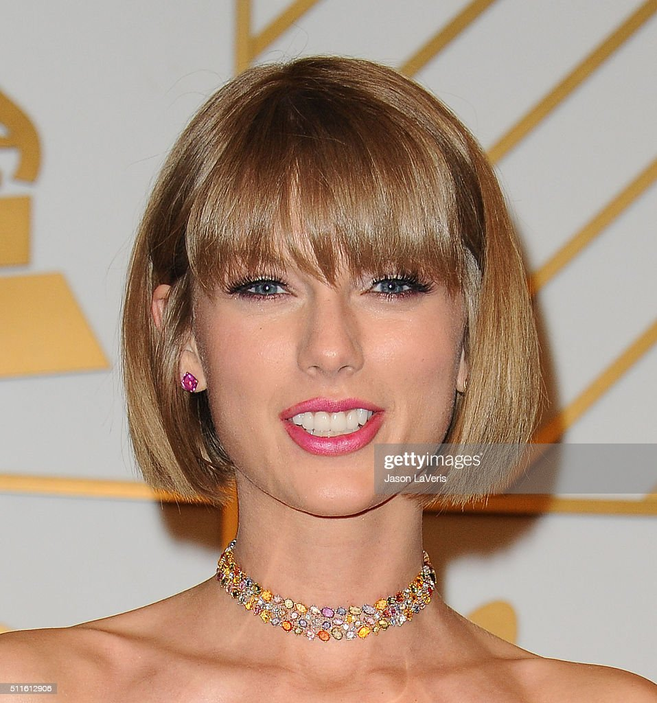 The 58th GRAMMY Awards - Press Room : News Photo