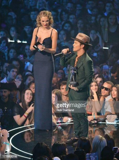 Taylor Swift presents a VMA to Bruno Mars onstage during the 2013 MTV Video Music Awards at the Barclays Center on August 25 2013 in the Brooklyn...