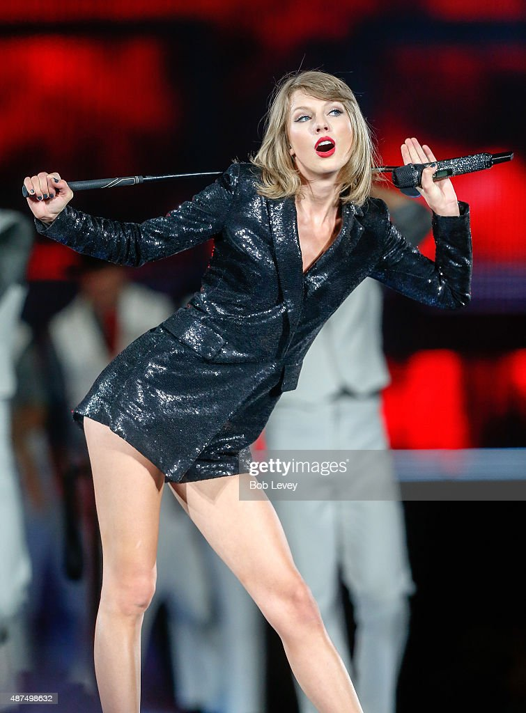 Taylor Swift The 1989 World Tour Live In Houston : News Photo