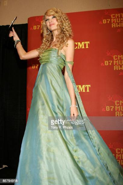 Taylor Swift winner Breathrough Video of the Year for Tim McGraw