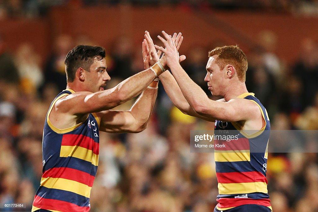 AFL First Elimination Final - Adelaide v North Melbourne : News Photo