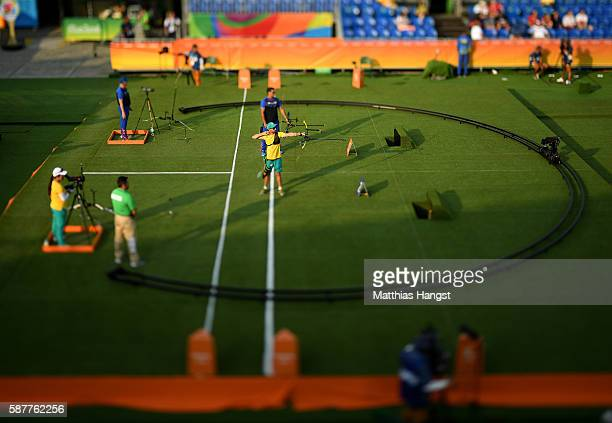 Taylor Worth of Australia competes in the Men's Individual 1/16 Elimination Round on Day 4 of the Rio 2016 Olympic Games at the Sambodromo on August...
