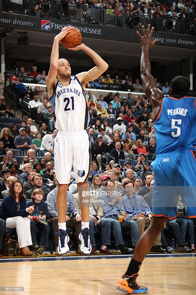 Tayshaun Prince #21 of the Memphis Grizzlies shoots against Kendrick Perkins #5 of the Oklahoma City Thunder on March 20, 2013 at FedExForum in Memphis, Tennessee.