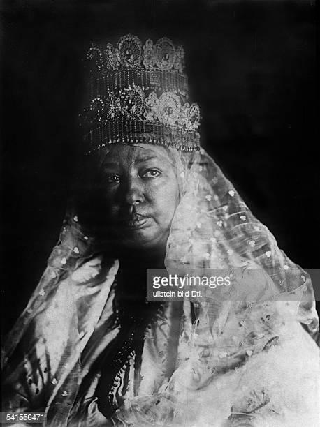 Taytu Betul *um1851Kaiserin von Äthiopien von 19891913 Porträt mit Krone Ehefrau von Kaiser Menelik II undatiert erschienen in Berliner Illustrierte...