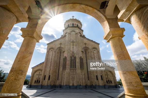 tbilisi - holy trinity cathedral with sunstar - トビリシ ストックフォトと画像