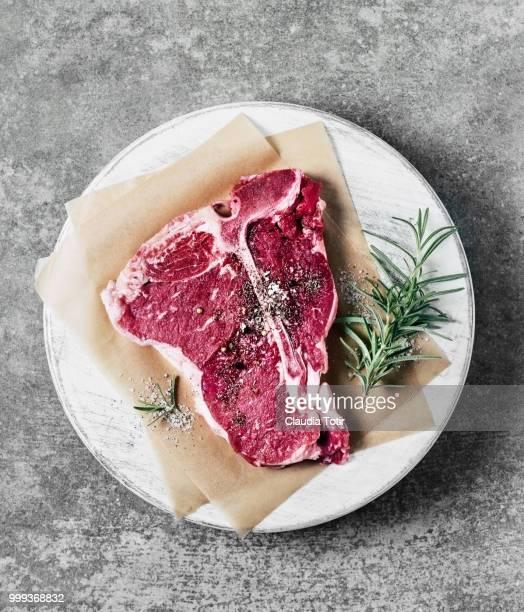 t-bone steak - bistecca alla fiorentina foto e immagini stock