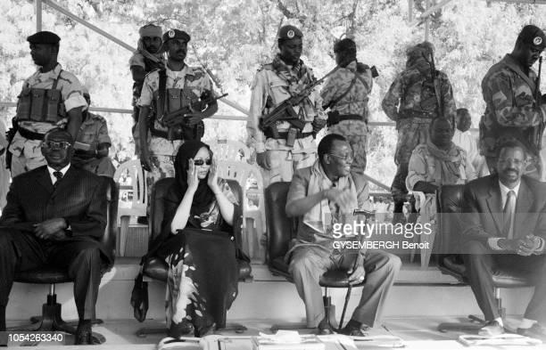 Tchad avril 2006 Jeudi 13 avril une colonne d'une soixantaine de pickup et un demimilliers de rebelles du Front uni pour le changement se sont lancés...