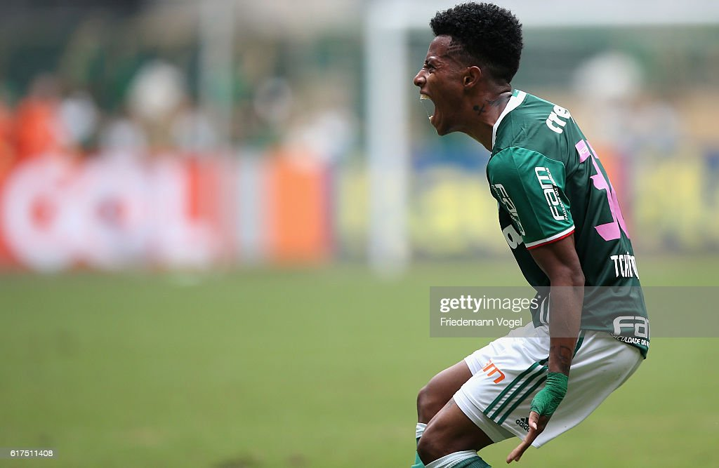 Tche Tche of Palmeiras celebrates scoring the second goal during the match between Palmeiras and Sport Recife for the Brazilian Series A 2016 at Allianz Parque on October 23, 2016 in Sao Paulo, Brazil.