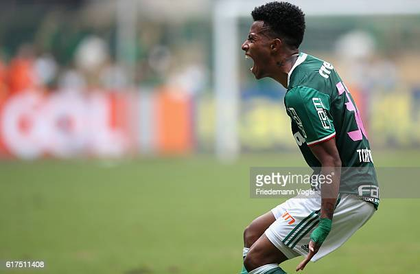 Tche Tche of Palmeiras celebrates scoring the second goal during the match between Palmeiras and Sport Recife for the Brazilian Series A 2016 at...