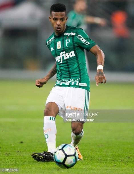 Tche Tche of Palmeiras in action during the match between Palmeiras and  Corinthians for the Brasileirao e0467704c4a4d