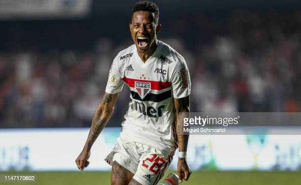 Tche Tche of Sao Paulo celebrates after scoring his team's first goal during a match between Sao Paulo and Flamengo for the Brasileirao Series A 2019...