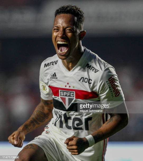 Tche Tche of Sao Paulo celebrates his team's first goal during a match between Sao Paulo and Flamengo for the Brasileirao Series A 2019 at Morumbi...