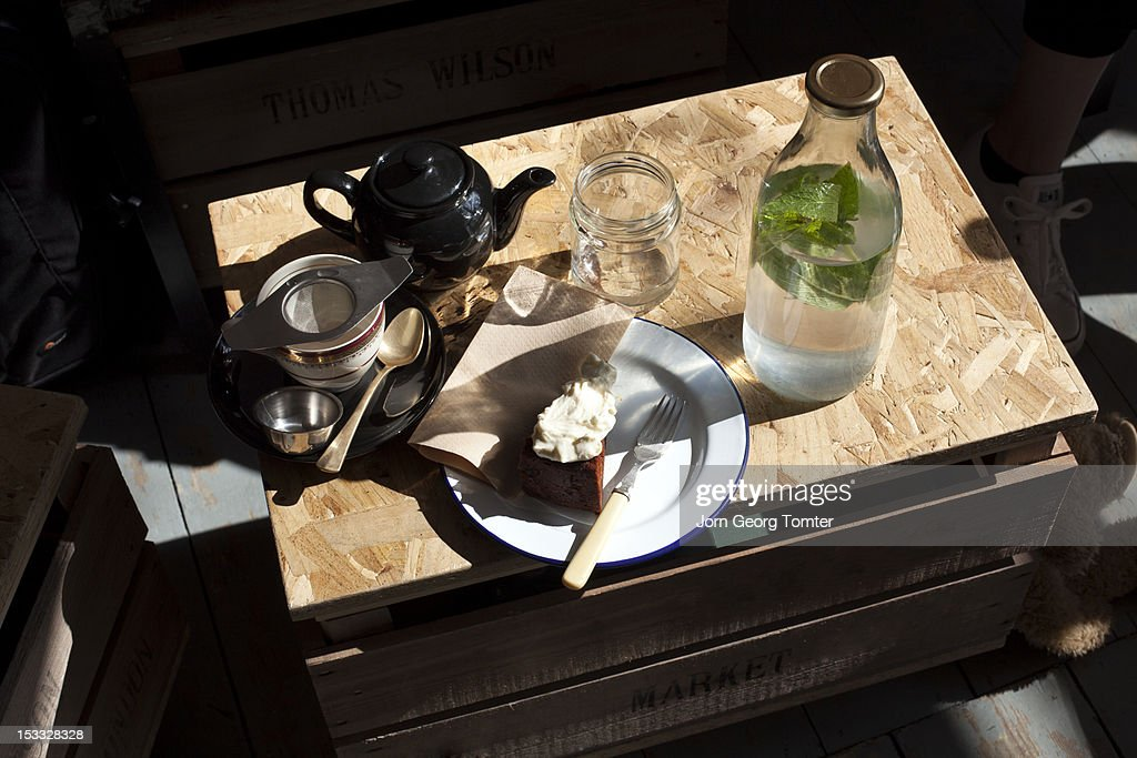 Tea and cake : Stock Photo