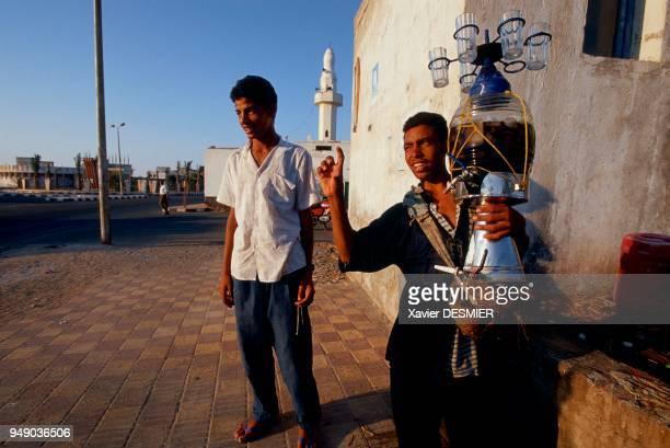 Tea seller in the city of Hurgada Mer Rouge en Egypte Vendeur de thé en centre ville sur la route qui longe le littoral entre mer et désert...