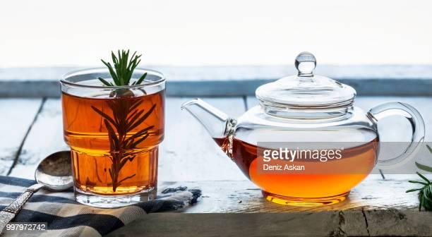 tea time - ティーポット ストックフォトと画像