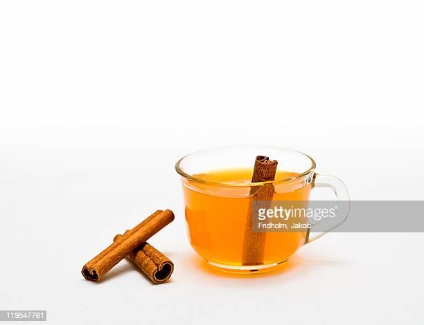 tea with cinnamon - canelo fotografías e imágenes de stock