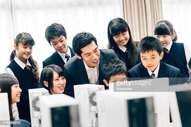 教師や学生のコンピュータラボ