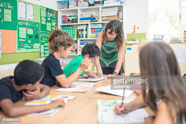 Aider les élèves en salle de classe des enseignants