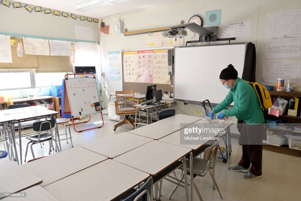 Faculty At New York Public Elementary School Retrieve Supplies From Their Closed Classrooms : News Photo