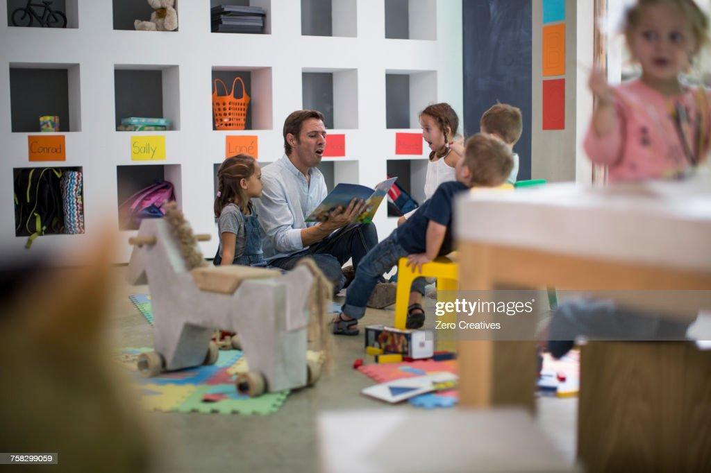 Teacher reading to children : Stock Photo