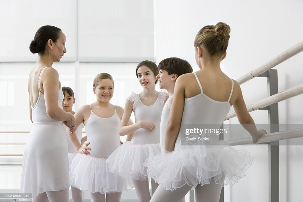 teacher talking to boy and girls in ballet class ストックフォト