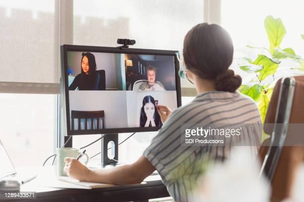 professor dá aula virtual - instruções - fotografias e filmes do acervo