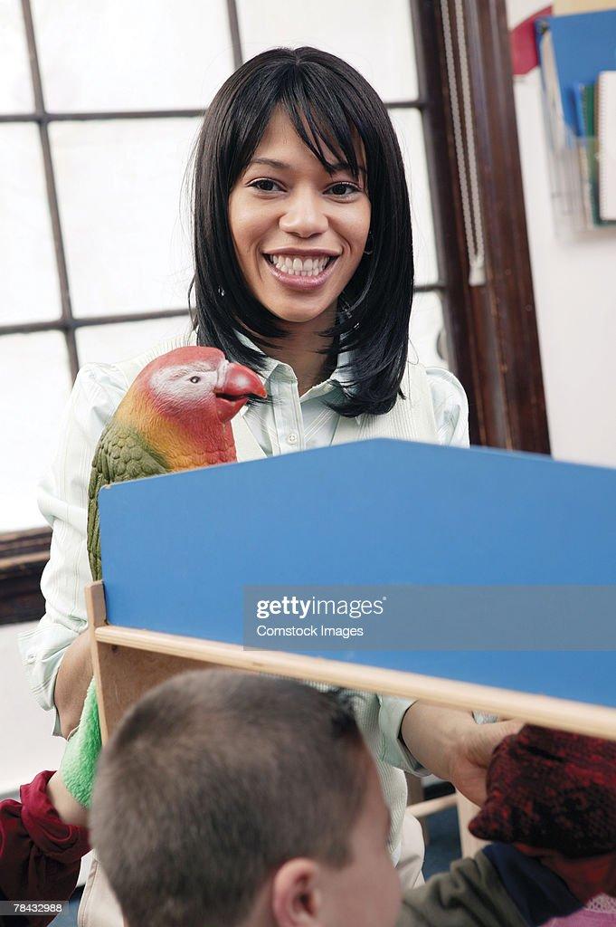 Teacher using puppet : Stockfoto