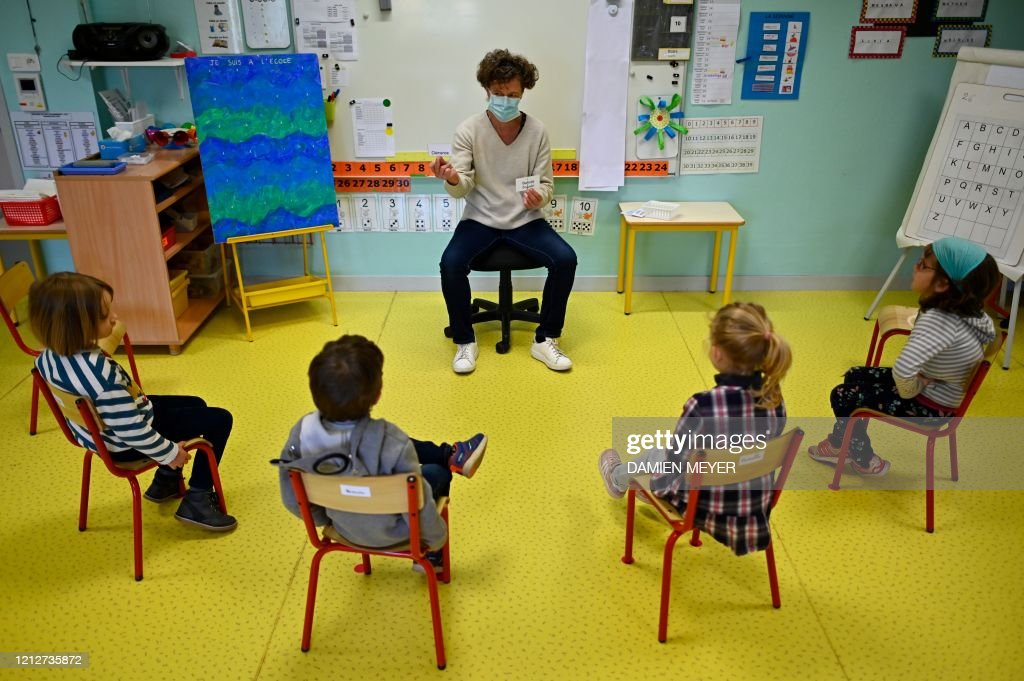 TOPSHOT-FRANCE-HEALTH-VIRUS-SCHOOL : News Photo
