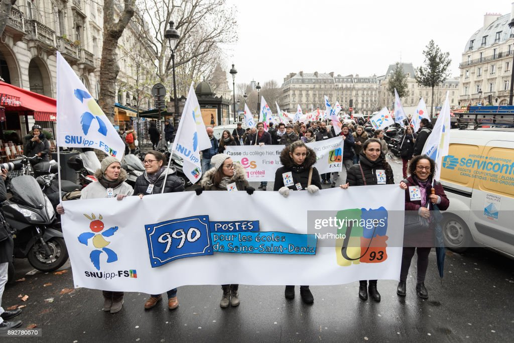 Teachers demonstrate in Paris