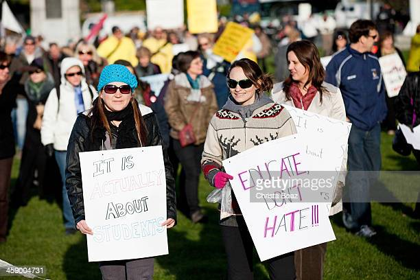 teachers protesting - striker stock pictures, royalty-free photos & images