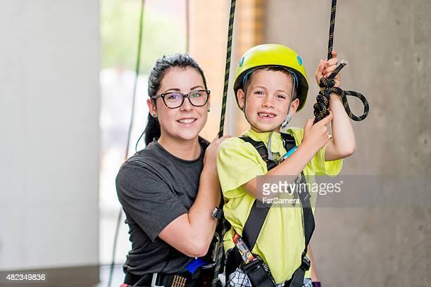 Former un petit garçon à escalader