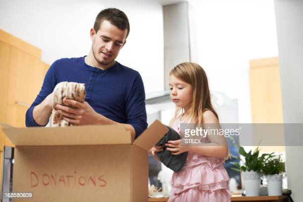 teaching his daughter good values - charitable donation stock pictures, royalty-free photos & images