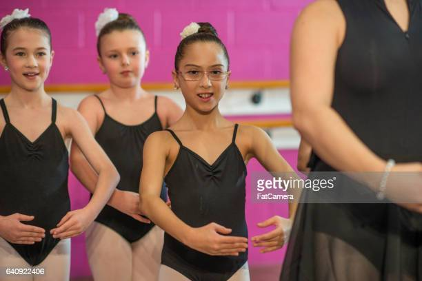 teaching proper form - performing arts center stock pictures, royalty-free photos & images