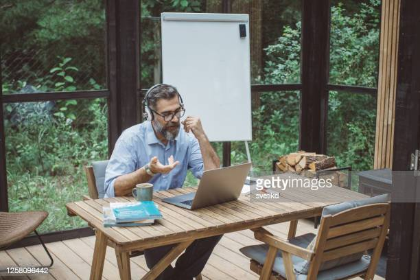 teaching students during isolation period - hot desking stock pictures, royalty-free photos & images