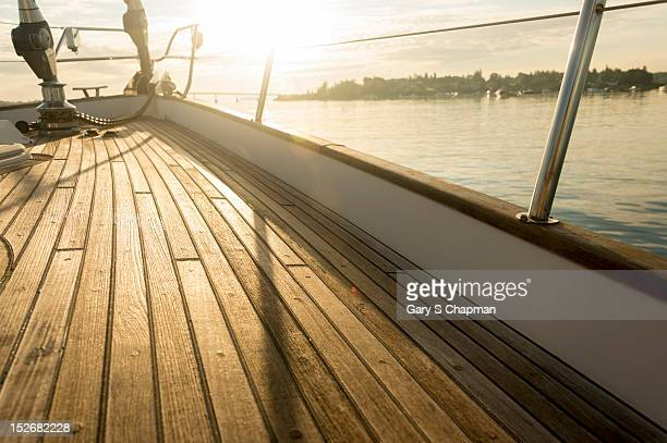 teak deck of 62 ft sailboat - ponte di una nave foto e immagini stock