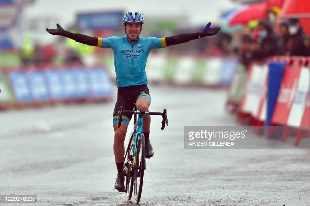 Team Astana rider Spain's Ion Izagirre celebrates as he crosses the finish-line of the 6th stage of the 2020 La Vuelta cycling tour of Spain, a 146,4...
