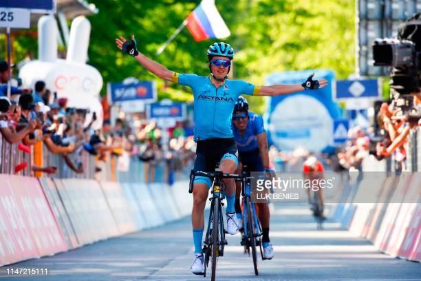 Team Astana rider Spain's Pello Bilbao celebrates as he crosses the finish line ahead of Team Movistar rider Spain's Mikel Landa to win stage twenty...