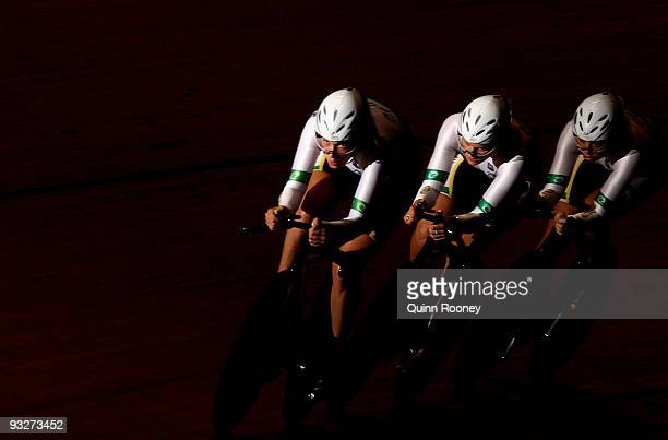 Team Australia competes in the Women's Team Pursuit during day three of 2009 UCI Track World Cup at Hisense Arena on November 21, 2009 in Melbourne,...