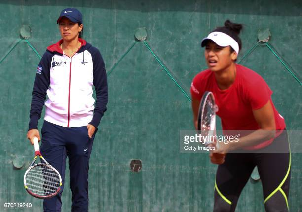 Team captain Anne Keothavong watches Heather Watson during a Great Britain Fed Cup training session at Tenis Club IDU on April 19 2017 in Constanta...