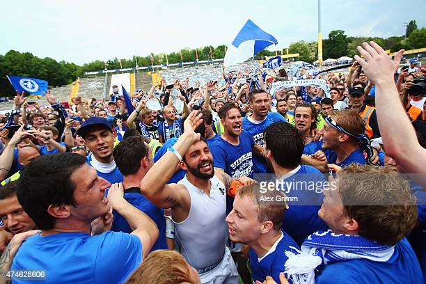 Team captain Aytac Sulu of Darmstadt and team mates celebrate after the Second Bundesliga match between SV Darmstadt 98 and FC St Pauli at Stadion am...