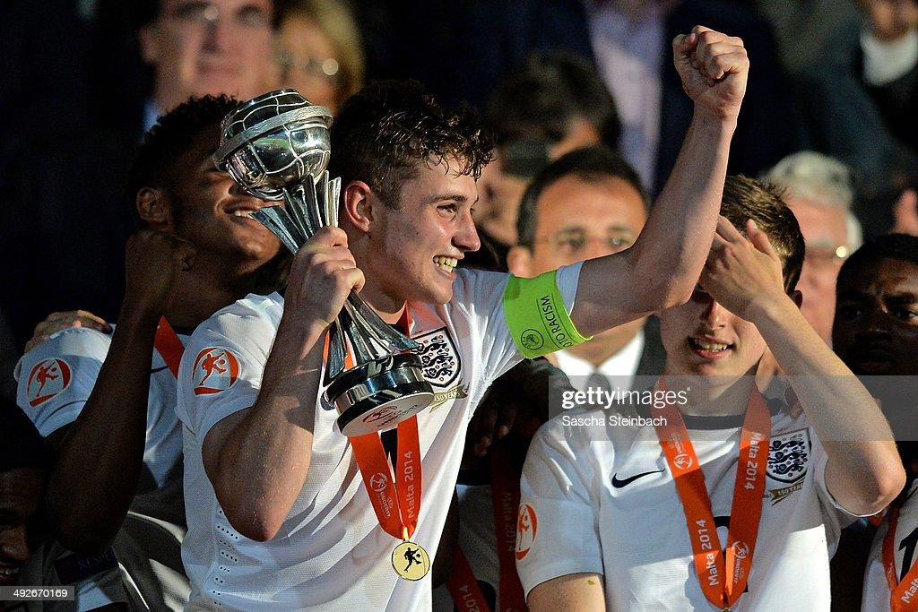 U17 England v U17 Netherlands - UEFA Under17 European Championship 2014 Final : News Photo