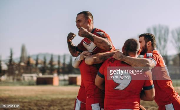 équipe de célébration de la victoire - rugby union photos et images de collection