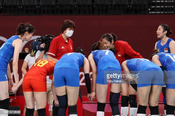 Team China bows toward head coach Lang Ping after defeating Team Argentina during the Women's Preliminary - Pool B volleyball on day ten of the Tokyo...