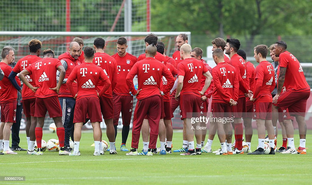 Team coach Josep Guardiola of Bayern Muenchen talks to his players during a training session at FC Bayern Muenchen training ground on May 12, 2016 in Munich, Germany.