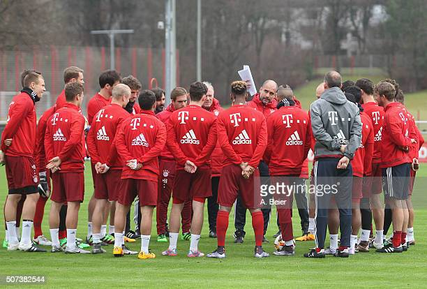 Team coach Josep Guardiola of FC Bayern Muenchen speaks to the team during a training session at the Saebener Strasse training ground on January 29...