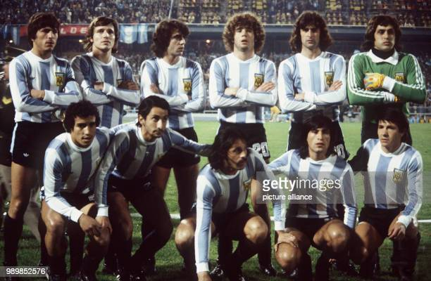 Team foto lineup of Argentina's national football team at Rosario's Central stadium prior to the 1978 FIFA World Cup match of the second final round...