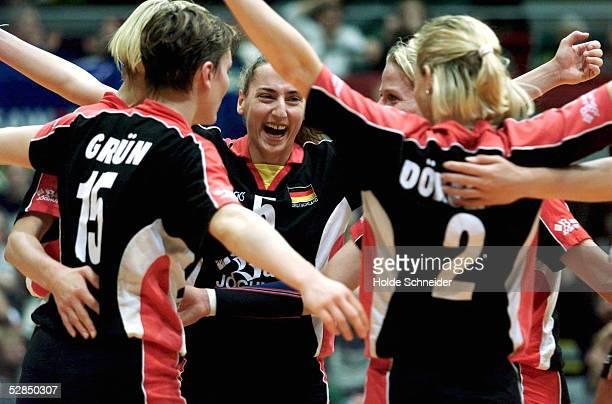 CUP 2000 in Bremen DEUTSCHLAND KROATIEN 32 Team GER gewinnt gegen Kroatien und qualifiziert sich fuer Olympia vlks Angelina GRUEN Sylvia ROLL...