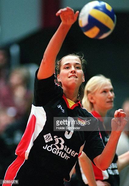 CUP 2000 Bremen DEUTSCHLAND KROATIEN 32 Team GER gewinnt gegen Kroatien und qualifiziert sich fuer Olympia Christina BENECKE/GER