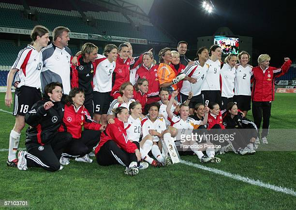 Team Germany pose after winning the Womens Algarve Cup match between Germany and USA on March 15, 2006 in Faro, Portugal. Germany won the match 4:3...
