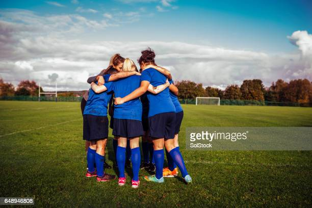 team group together - football team stock pictures, royalty-free photos & images